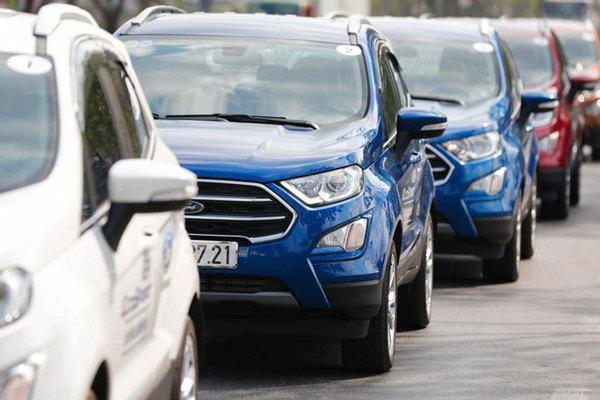 Ô tô SUV nhỏ chạy phố, bạn trẻ sẵn tiền xếp hàng chờ mua