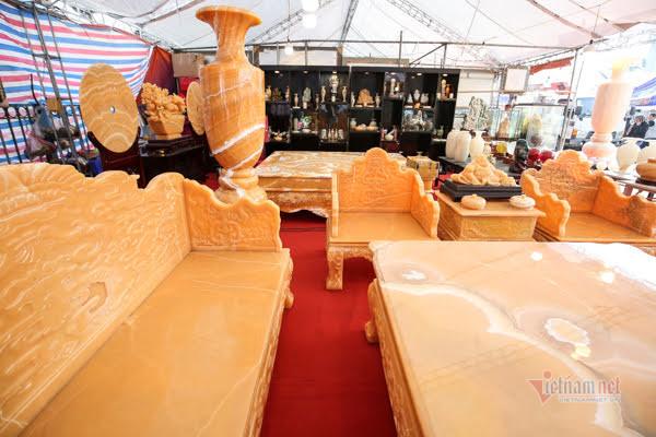 Tận mắt bộ bàn ghế ngọc quý gần 2 tỷ đồng của đại gia Ninh Bình