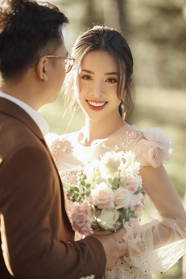 Á hậu Thúy An đẹp cổ điển bên chồng tiến sĩ trước đám cưới ở TP.HCM
