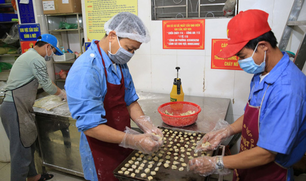 Craft villages in Hanoi gear up for Lunar New Year festival