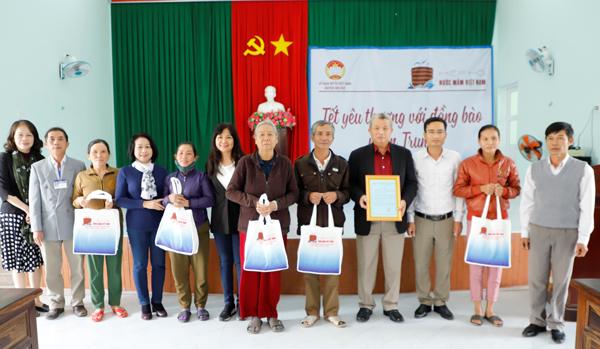 Hiệp hội Nước mắm Việt Nam tặng quà Tết bà con Quảng Ngãi
