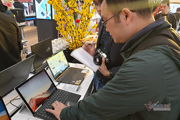 Surface Pro 7 opened for sale in Vietnam genuine