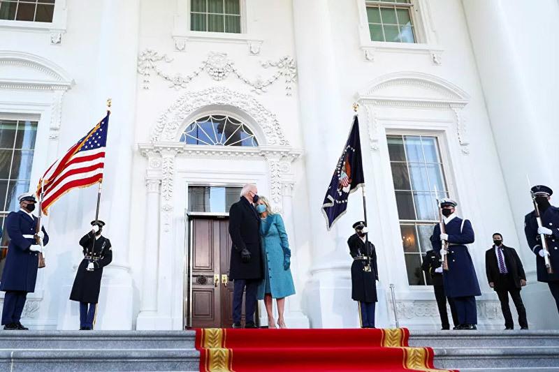 Vợ chồng ông Biden gặp sự cố bất ngờ ở Nhà Trắng