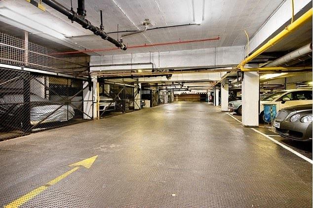 Chỗ đậu xe đắt nhất nước Anh rao bán giá nửa triệu USD