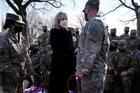 Hành động bất ngờ của vợ chồng ông Biden với lính Vệ binh quốc gia Mỹ