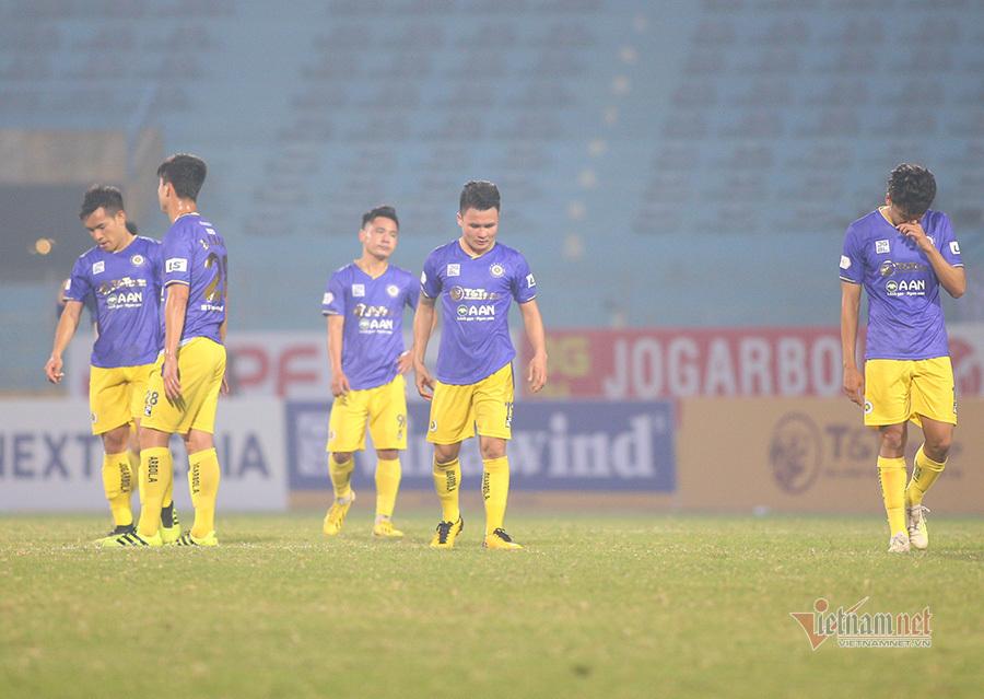 Vòng 2 V-League: Kiatisuk hớn hở, Hà Nội bị gieo sầu