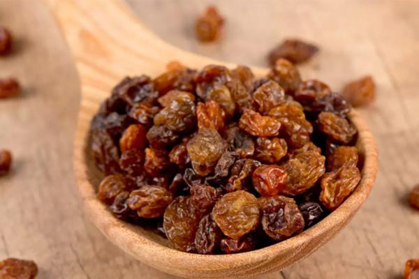 Tác dụng khi ăn một vài hạt nho khô mỗi ngày