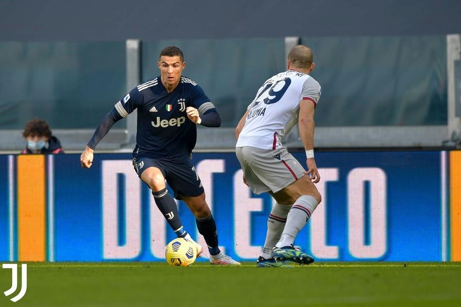 Ronaldo châm ngòi, Juventus bám đuổi top đầu