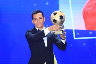 Footballer Nguyen Van Quyet named Vietnam's most valuable athlete in 2020