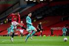 MU 1-1 Liverpool: Khung thành đội khách chao đảo (H2)