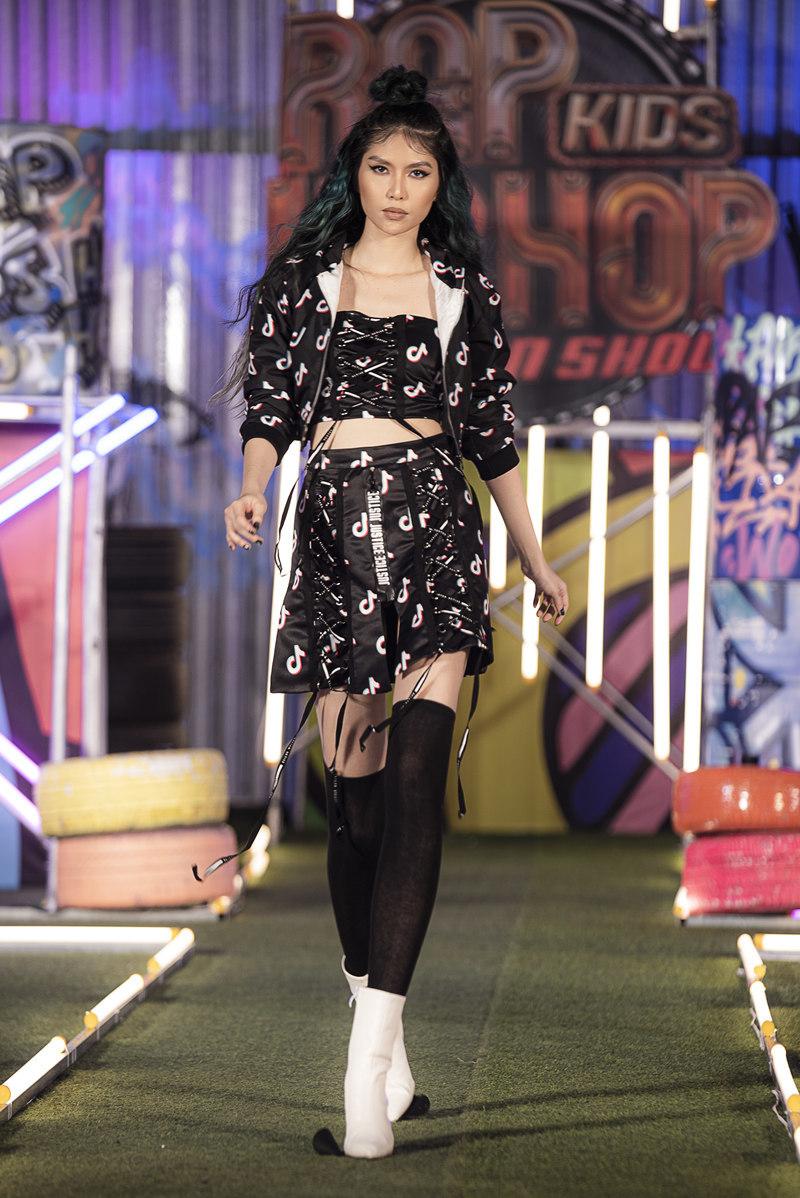 Người mẫu Andrea trở lại sàn diễn