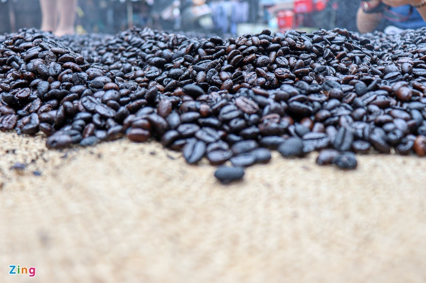 Cà phê vợt Ba Lù gần 70 năm tuổi hút khách ở TP.HCM