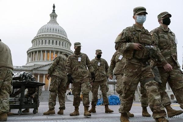 Hàng nghìn lính Mỹ ở lại thủ đô tới khi luận tội ông Trump
