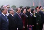 Lãnh đạo và đại biểu dự Đại hội Đảng viếng Chủ tịch Hồ Chí Minh
