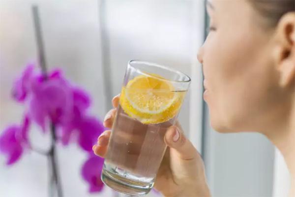 Uống nước lọc để giảm cân kiểu Nhật