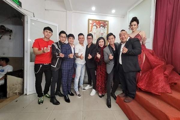 Đêm nhạc tưởng nhớ Vân Quang Long quyên được 236 triệu đồng