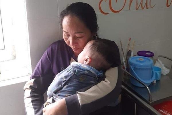 Mẹ bỏ đi, cha khóc ròng xin giúp 60 triệu đồng cho con mổ tim gấp