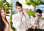 Hoa hậu Hà Kiều Anh hiếm hoi làm MC, khoe giọng hát ngọt ngào