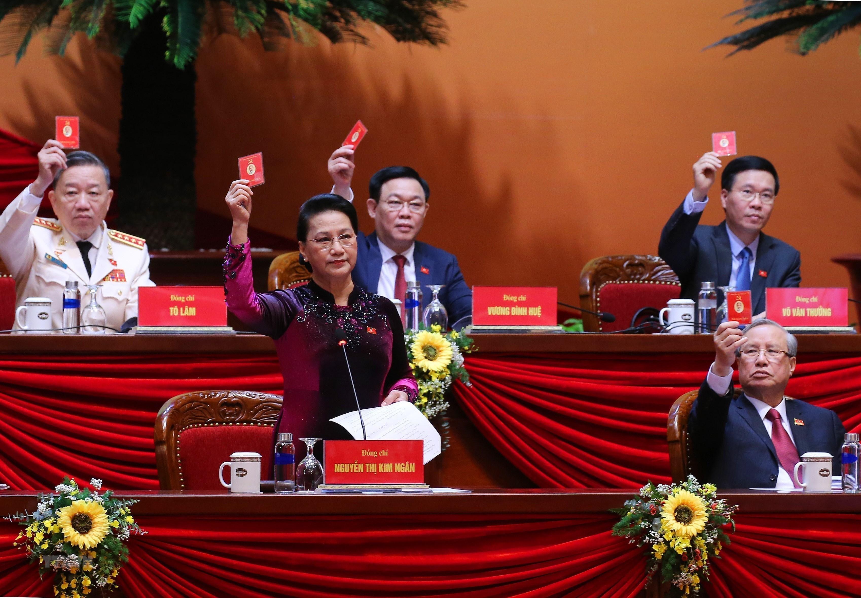 Nhân sự Đại hội và hồng phúc của dân tộc