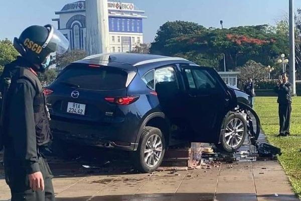 Nguyên nhân tài xế xe Mazda lao như tên ở Gia Lai