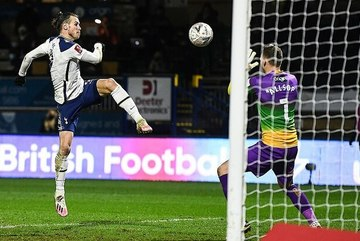 Bale và Son tỏa sáng, Tottenham ngược dòng đi tiếp