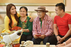 Tình yêu 50 năm lãng mạn hơn phim của ba mẹ diễn viên Lý Hùng