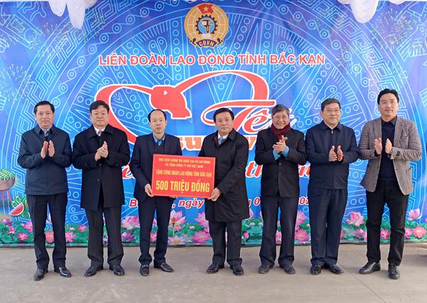 PV GAS cùng Học viện Chính trị Quốc gia Hồ Chí Minh trao quà Tết ở Bắc Kạn