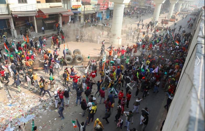 Hàng chục nghìn nông dân Ấn Độ lái máy cày về thủ đô biểu tình