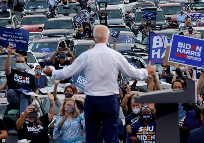 Tổng thống Biden cam kết thay thế toàn bộ xe công vụ Mỹ bằng xe điện