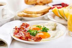 Ba thói quen ăn sáng âm thầm phá hoại dạ dày
