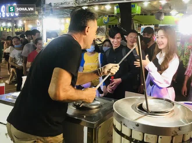 Chán Dubai buồn tẻ, người đàn ông nước ngoài đến Việt Nam bán kem 'vỉa hè'
