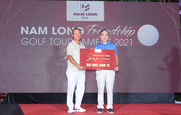 Giải golf Nam Long 2021 gây quỹ học bổng 655 triệu đồng hỗ trợ sinh viên TP.HCM