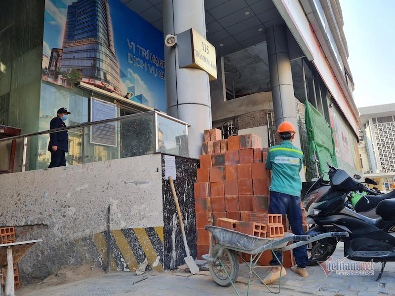 Cao ốc biến văn phòng thành căn hộ khách sạn không phép ở Hà Nội
