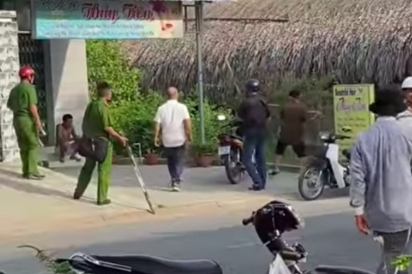 Thanh niên ở Tiền Giang lao vào quán cà phê đánh tới tấp 1 phụ nữ