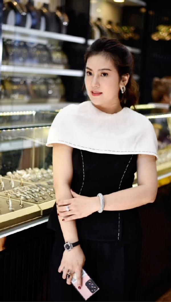 Nguyễn Lê Hoàn Nguyên - 8x khởi nghiệp từ đam mê đá phong thủy