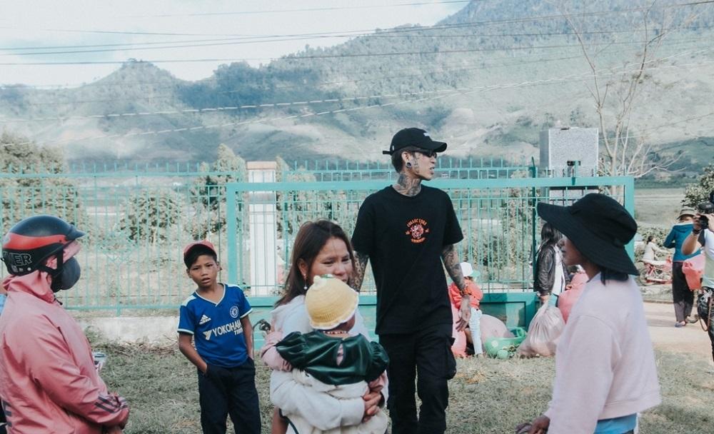Dế Choắt kết hợp nghệ nhân đàn bầu trong MV mới