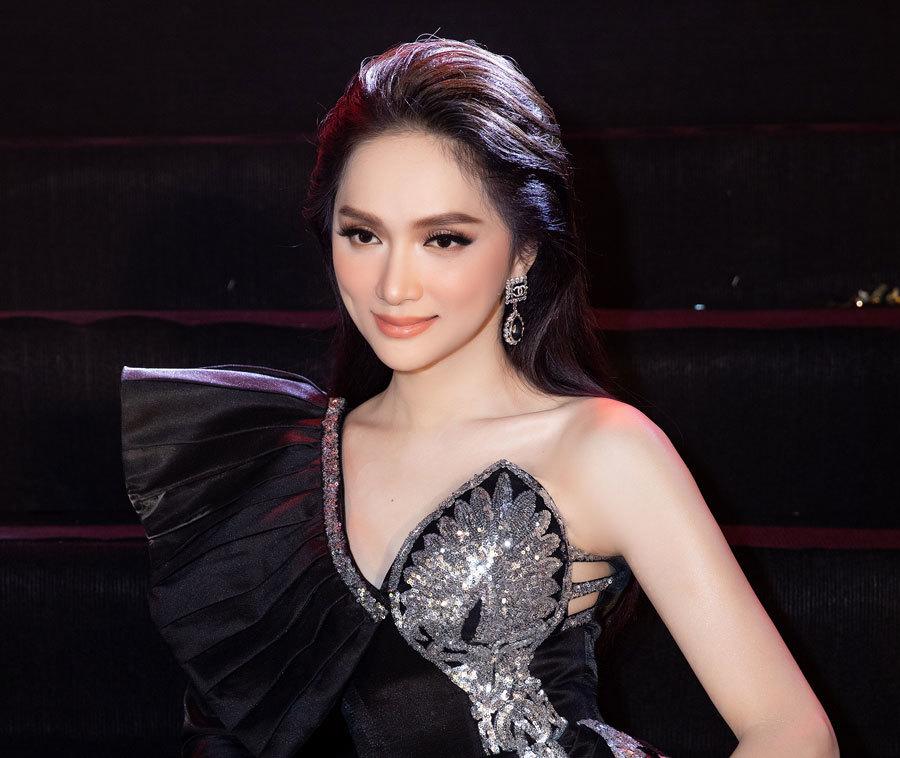 Hoa hậu Hương Giang thần thái quyền lực