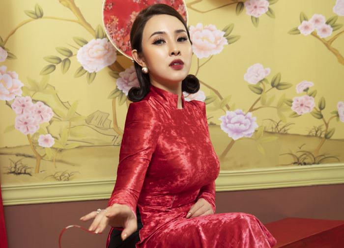 Bảo Trâm Idol khoe vẻ cổ điển với áo dài