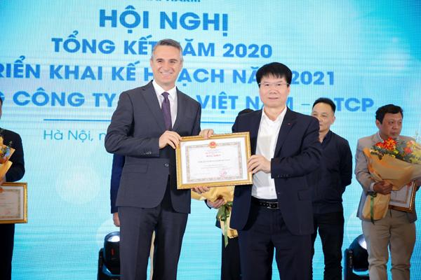 Sanofi Việt Nam nhận bằng khen của Bộ Y tế
