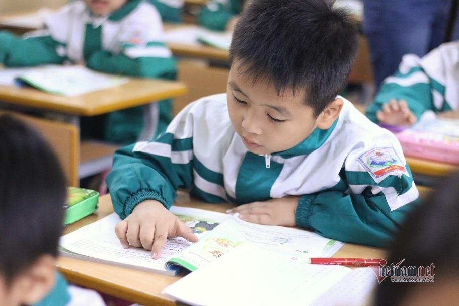 Giáo viên 'lên tay' khi dạy chương trình lớp 1 mới