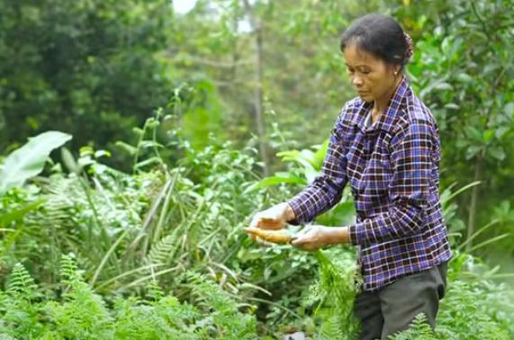 Người mẹ tảo tần của vlogger ẩm thực đồng quê nổi tiếng
