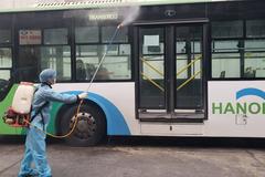 Hà Nội phun khử trùng bến xe, nhà chờ buýt nhanh phòng dịch Covid-19