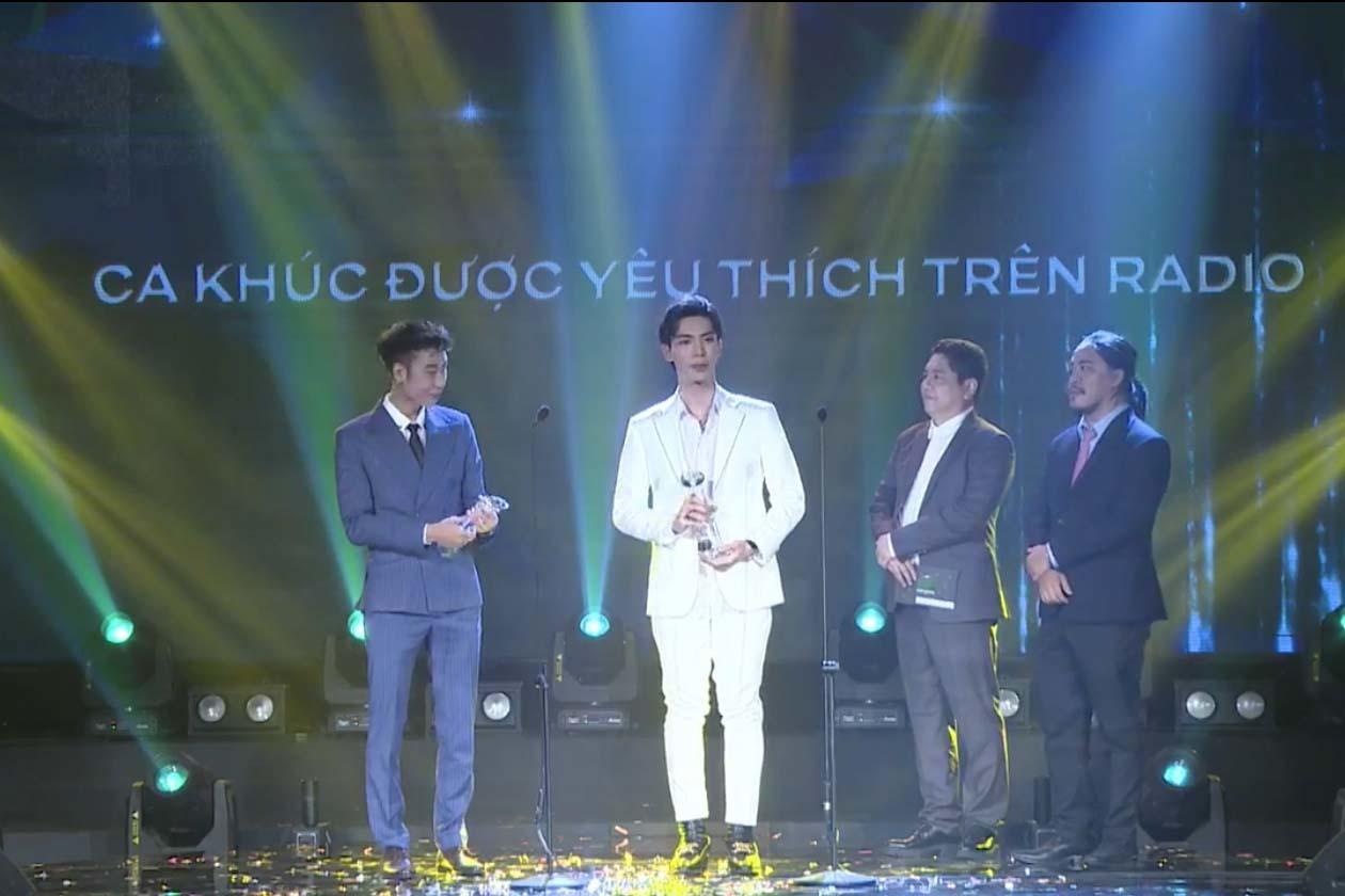 Làn sóng xanh 2020: Amee đại thắng, Hoà Minzy nức nở khi nhận giải