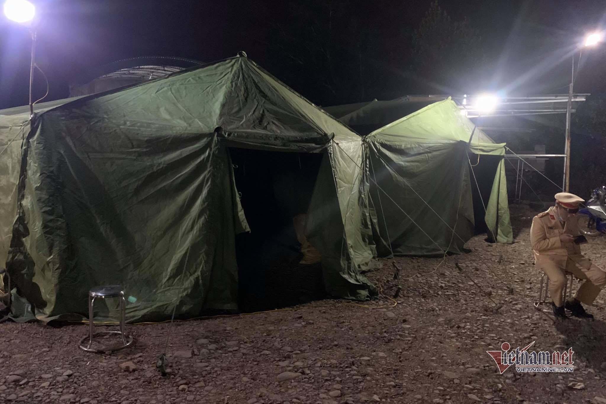Quảng Ninh xuyên đêm lấy mẫu xét nghiệm Covid-19 cho người dân