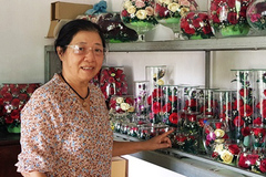 Thanh Hoa woman 'uses magic' to keep flowers fresh for 10 years