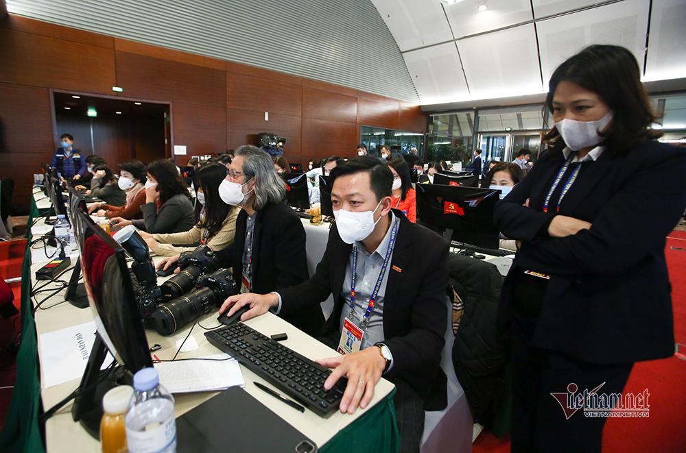Hàng nghìn người làm việc, phục vụ Đại hội Đảng xét nghiệm Covid-19 lần ba