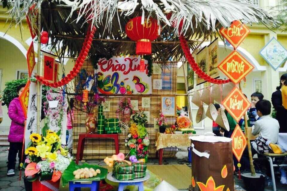 Nhiều trường ở Hà Nội cho học sinh nghỉ học, dừng lễ hội