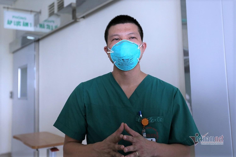 Ca Covid-19 là nhân viên an ninh cảng Vân Đồn suy hô hấp, viêm phổi nặng