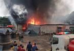 Cháy lớn tại kho hàng sát chợ Xanh Linh Đàm
