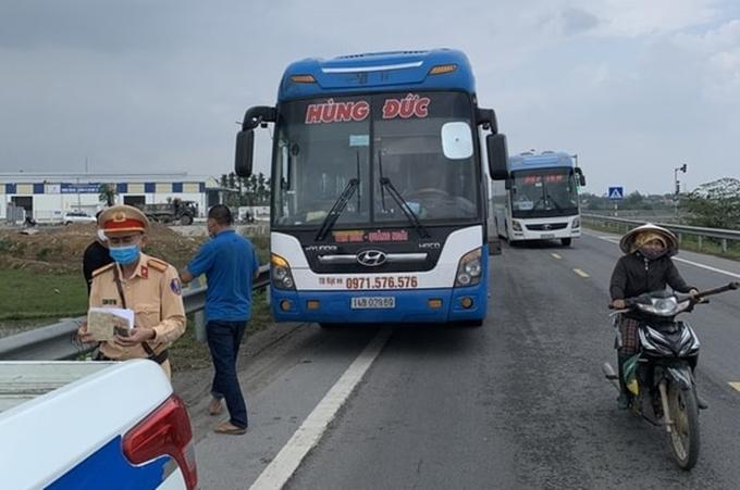 Quảng Ngãi truy vết 50 người đi xe khách từ vùng dịch trở về